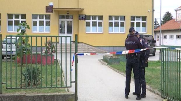 Upao sa puškom i eksplozivom u školu u Velikoj Plani, nastavnik savladao napadača