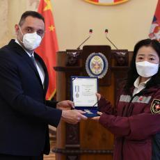Uručena najviša vojna priznanja pripadnicima kineskog lekarskog tima (FOTO)