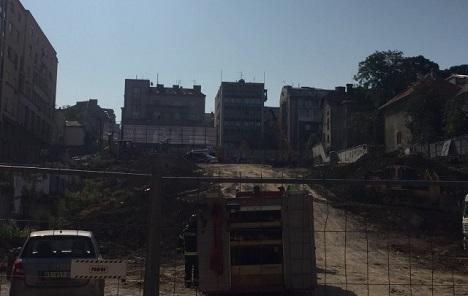 Urušio se zid na gradilištu u Kneza Miloša, u toku spasavanje