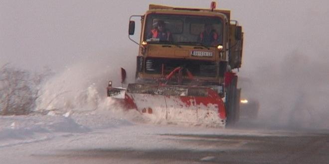 Zbog snega na nekim putevima zabrana za šlepere i kamione
