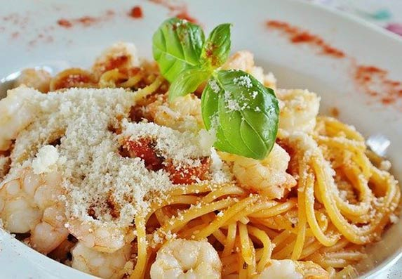 Uštedite vreme! Špagete spremljene bez imalo vode! (RECEPT)