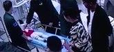 Uznemirujuće: Spasao dete koje je padalo s petog sprata, a potom se onesvestio VIDEO