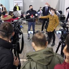 VAKCINISALI SE MINISTAR RUŽIĆ I PROSVETARI: Na Beogradskom sajmu primili kinesko cepivo (FOTO)