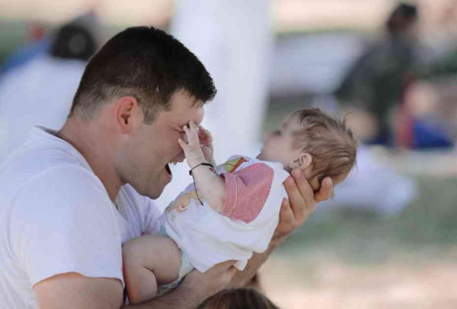 VASPITAČI IH PREKORILI DA DETE VIŠE OBLAČE KAO DEVOJČICU: Odgovor roditelja je GENIJALAN (FOTO)
