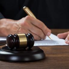 VASPITAČICA (25) OSUĐENA NA DOŽIVOTNU ROBIJU: Ubila dvogodišnju devojčicu pritiskajući grudni koš