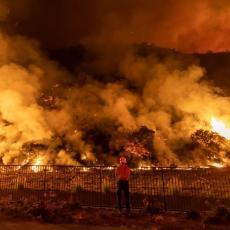 VATRA DRŽI LOS ANĐELES U OBRUČU: Tri požara bukte, ali to nije ono najgore! (FOTO)