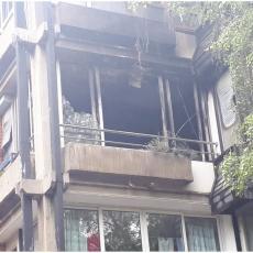 VATRA PROGUTALA JOŠ DVA STANA: Prve fotografije sa mesta nesreće na Galenici u kojoj je stradala žena (FOTO)