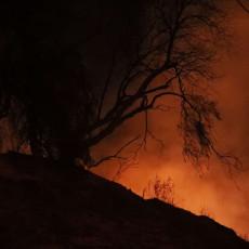 VATRA ZAPRETILA KUĆAMA: Veliki požar kod Mostara, višesatna borba vatrogasaca ne prestaje