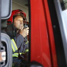 VATRENA STIHIJA BESNELA JAGODINOM: Sabira se šteta, izgorelo nekoliko automobila (FOTO)