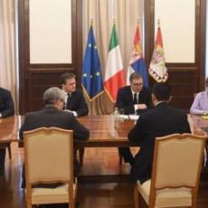 VAŽAN SASTANAK ZA SRBIJU: Vučić se sastao sa ministrom spoljnih poslova Republike Italije Luiđijem de Majom (FOTO)
