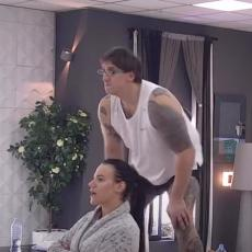 VEĆ KRENULO LUDILO! Kristijan skočio na sto! Uzbuđenje raste iz sekunde u sekundu! (VIDEO)