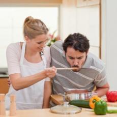 VEĆA DARA NEGO MERA: Ovih 7 namirnica NIKAKO ne treba da PODGREVAŠ, a evo i ZAŠTO!