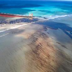 VELIKA KATASTROFA U OKEANU: Iz tankera se izlilo na hiljade tona NAFTE! Mauricijus proglasio VANREDNO STANJE (VIDEO)