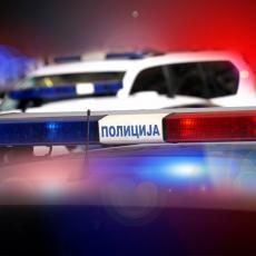 VERBALNO I FIZIČKI MALTRETIRAO ČOVEKA NA PARKINGU ISPRED KUĆE: Policija uhapsila muškarca (40) u Staroj Pazovi