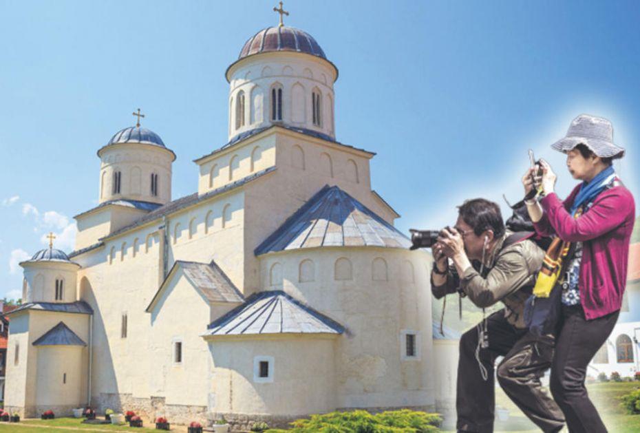 VERSKI TURIZAM U SRBIJI U USPONU: Kinezi opčinjeni freskama, Turci hrle u Novi Pazar