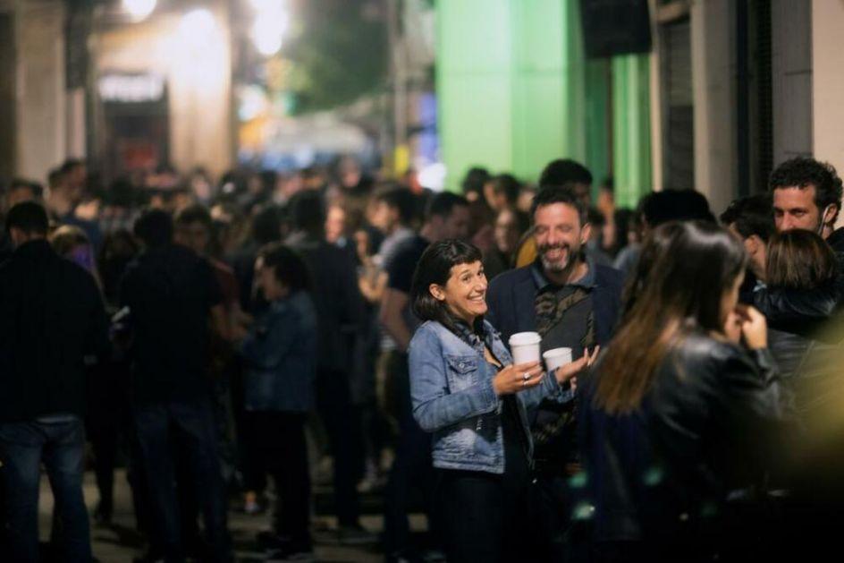 VESELO NA ULICAMA BARSELONE Popularne masovne pijanke nakon 6 meseci vanrednog stanja, policija rasterala 9.000 ljudi FOTO, VIDEO