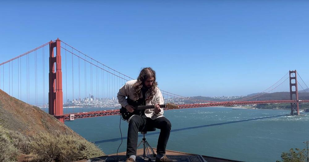 VETAR KAO MUZIČKI INSTRUMENT: Muzičar iz Los Anđelesa snimio duet sa čuvenim mostom Golden gejt VIDEO