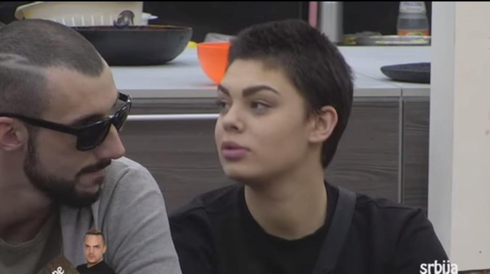 (VIDEO 18+) SKANDALOZNO: Mina i Đekson u akciji u tuš kabini! Opustili se, sve se čuje!