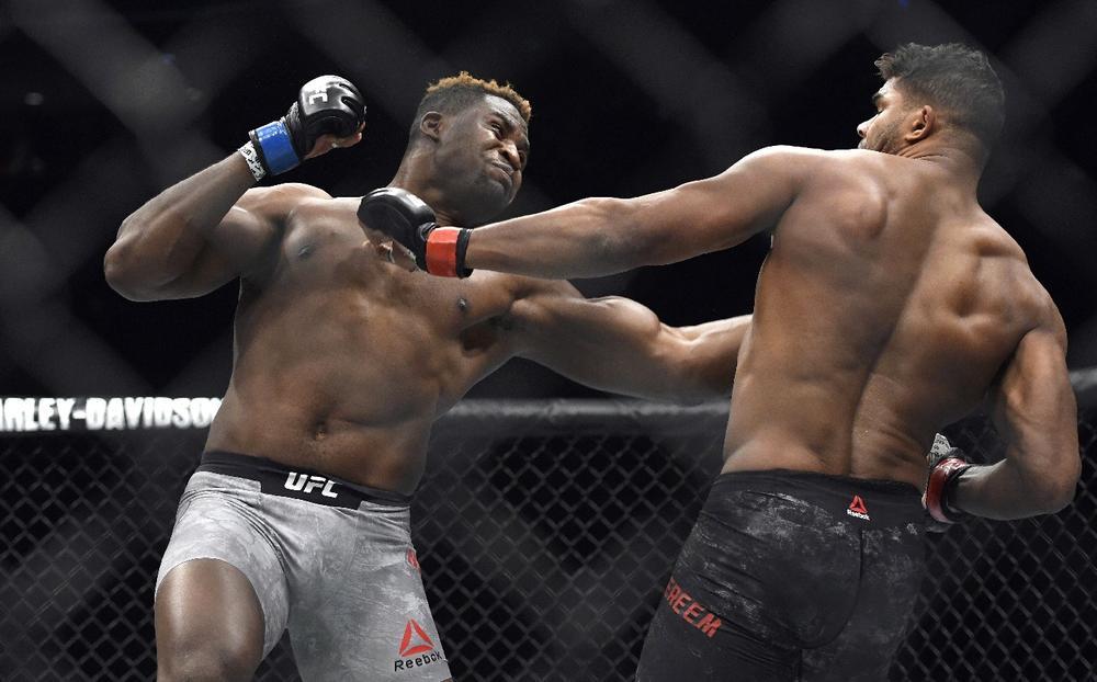(VIDEO) BRUTALNIJE NE MOŽE! PRŠTI KRV, PADAJU GLAVE! Ovo je 20 najboljih UFC nokauta u 2017. godini!