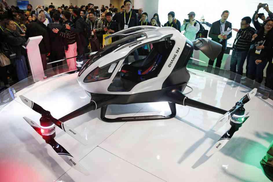 (VIDEO) BUDUĆNOST JE DEFINITIVNO STIGLA: Kinezi napravili leteći taksi! Pogledajte ga u akciji!