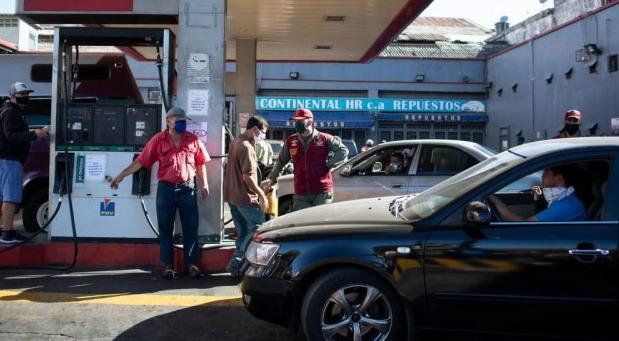 VIDEO: Benzinom prao kola