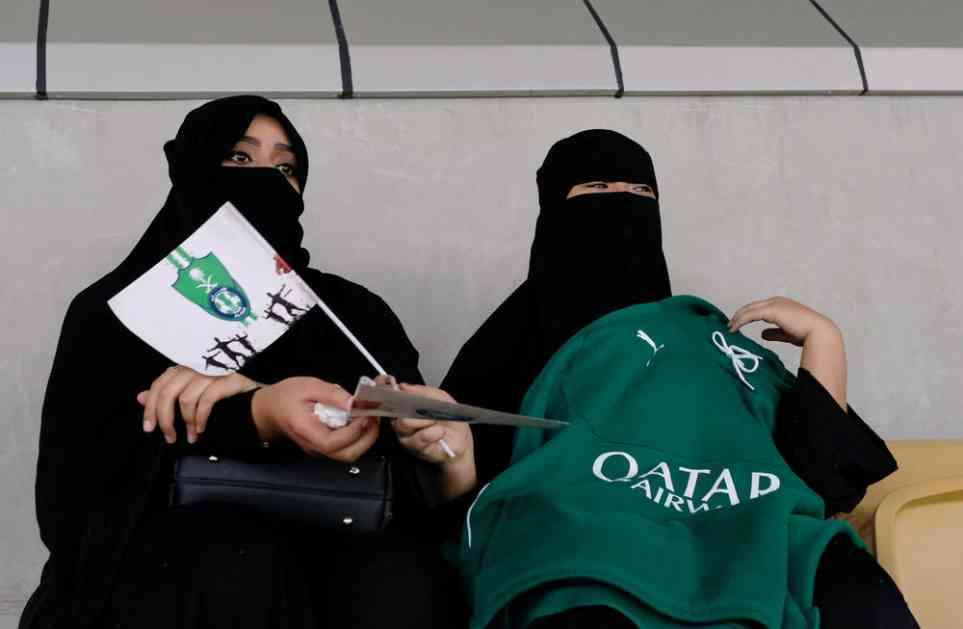(VIDEO) DOGODILO SE: Žene prvi put u istoriji prisustvovale fudbalskoj utakmici u Saudijskoj Arabiji