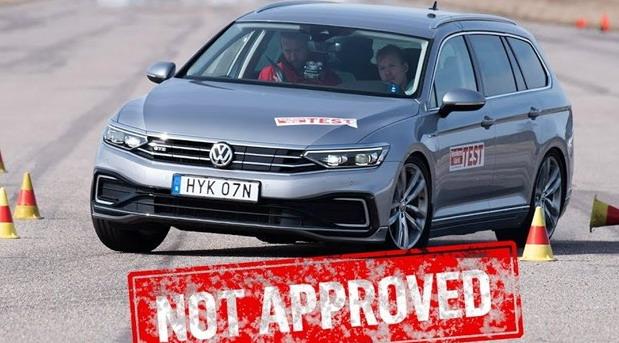 VIDEO: Hibridni Volkswagen Passat GTE i Škoda Superb iV pali na testu izbegavanja losa