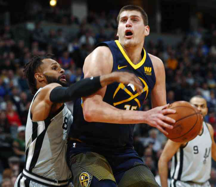 (VIDEO) JOKIĆ PRESLIŠAO GASOLA: Srbin pisao istoriju NBA! Denver slavio nad San Antonijom sa Nikolinim tripl-dablom