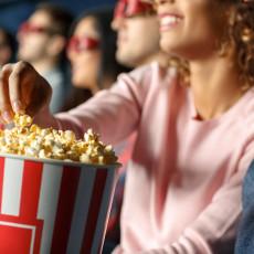 VIDEO KOJI JE RAZBESNEO MNOGE: Svi vole da jedu KOKICE u bioskopu, ali kakav je odnos cene i količine koju dobijete?