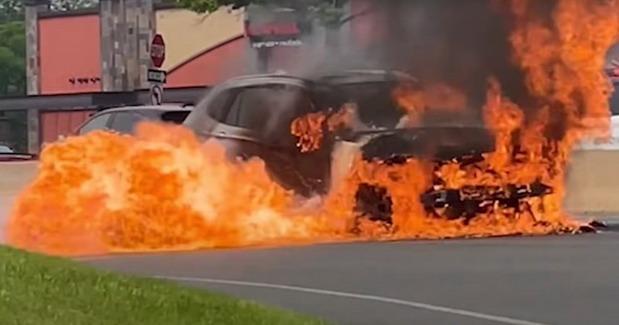 VIDEO: Kako je vozač Tesle spasio vozača u zapaljenom BMW-u