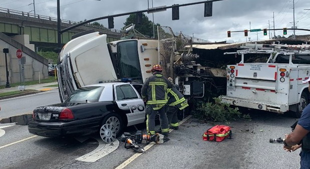 VIDEO: Kamionom zdrobio policijski auto