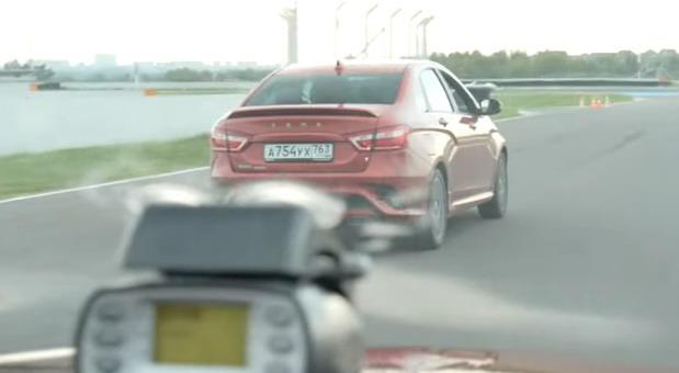 VIDEO: Ko je brži Renault Arkana ili Lada Vesta Sport