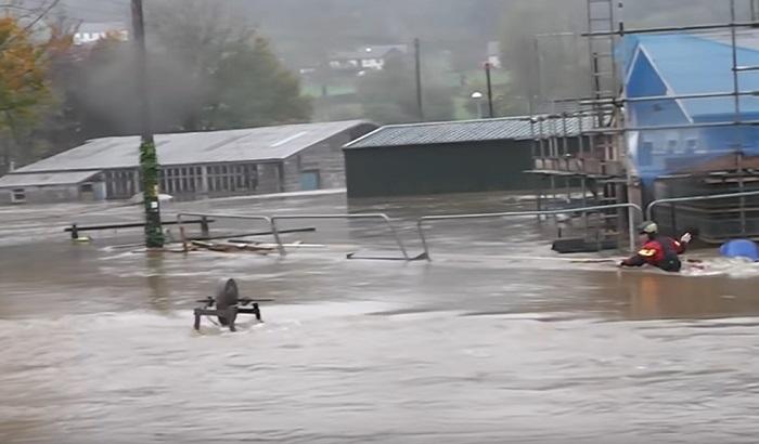 VIDEO: Oluja Kalum poplavila Vels, najveće poplave u protekle tri decenije