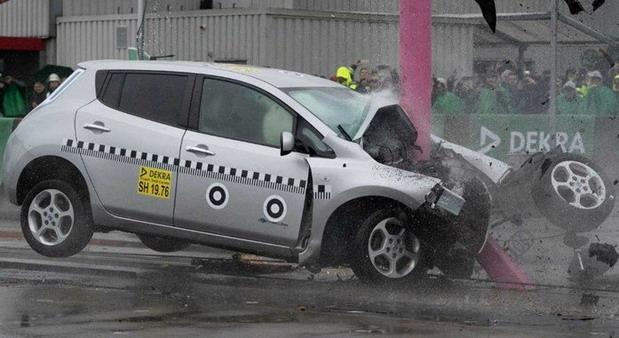VIDEO: Pogledajte šta ostane od automobila nakon sudara pri 75 km/h
