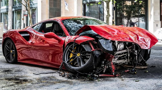 VIDEO: Reper Schwarmz slupao Ferrari 488 GTB