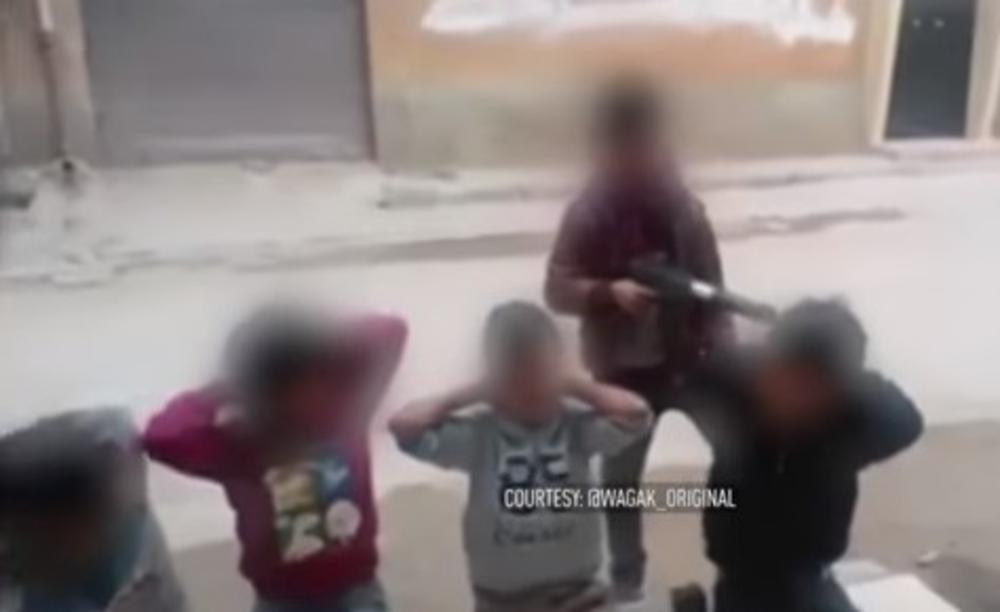 (VIDEO) ŠOKANTAN SNIMAK IZ LIBIJE: Pogledajte kako dečak ubija drugare uz povike Alahu ekber!