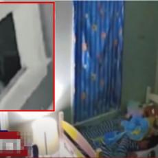 (VIDEO) STRAVIČNO, U SOBI SU MI SPAVALE ĆERKICE... Majka objavila JEZIV SNIMAK sa sigurnosnih kamera