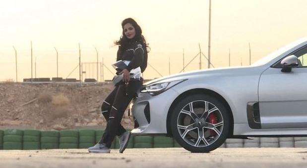 VIDEO: Zver je oslobođena – Saudijka već pali gume na trkačkoj stazi