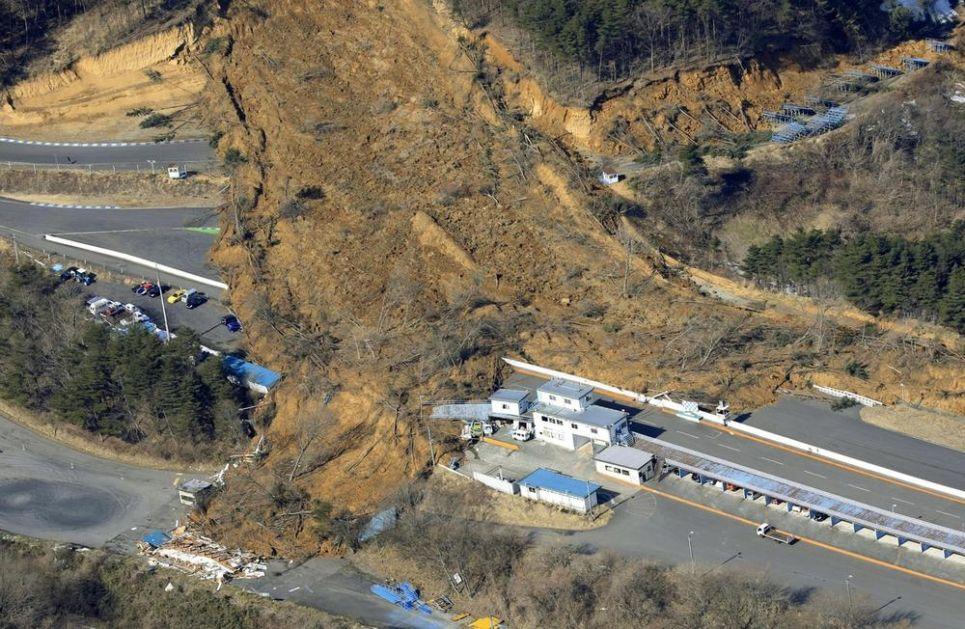 VIŠE OD 120 LJUDI POVREĐENO U POTRESU U JAPANU: Mnoge kuće oštećene, pokrenulo se klizište (VIDEO)