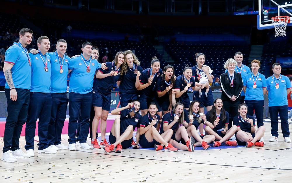 VLADA SRBIJE DONELA ODLUKU: Košarkašicama za bronzu po 10.000 evra