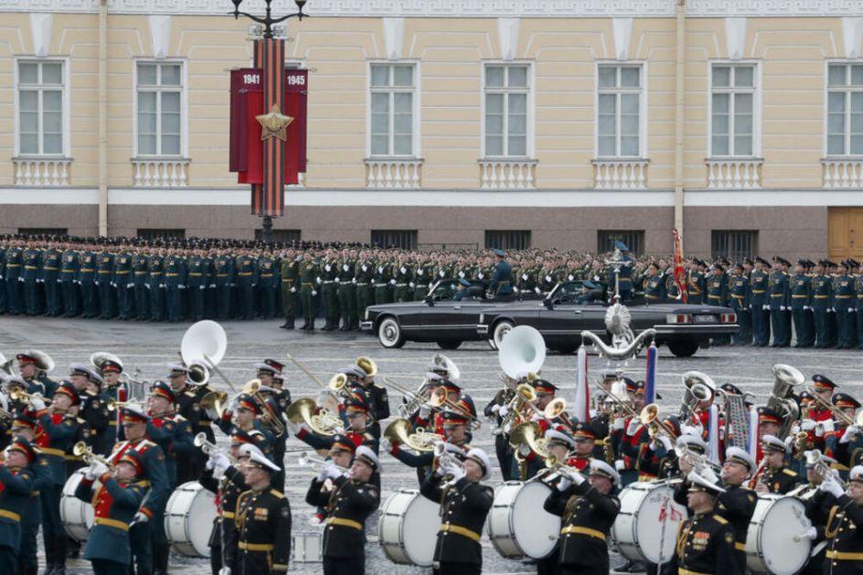 VOJNA PARADA U MOSKVI UŽIVO Reka čelika se približava Crvenom trgu! U toku poslednje pripreme oklopnih jedinica pred defile! VIDEO