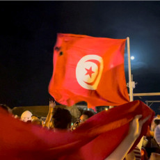 VOJSKA NA ULICAMA, A SRBI NA PLAŽAMA: Haotično stanje u glavnom gradu Tunisa, da li su naši turisti bezbedni u arapskoj državi?