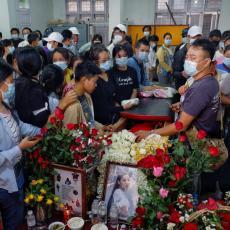 VOJSKA OSKRNAVILA GROB ANĐELA: Ubijena devojka je simbol protesta protiv pučista u Mjanmaru (FOTO)