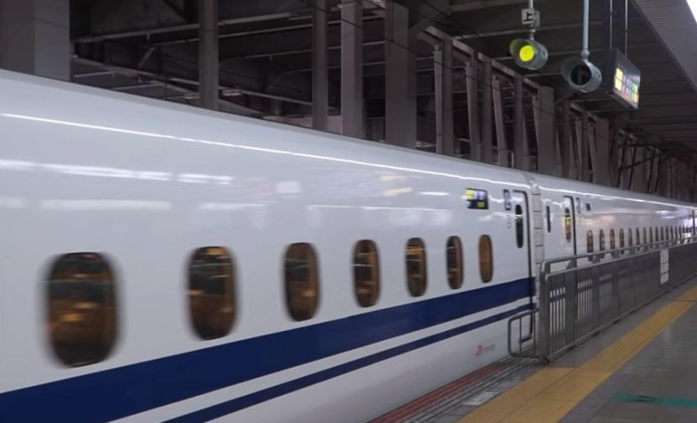 VOZ U JAPANU JURIO OTVORENIH VRATA: Kretao se brzinom od 280 km na čas, a na odredište je kasnio 19 minuta!