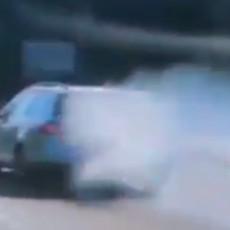 VOZI MIŠKO: Auto ide, a samo što se nije zapalio, vozač ni da pogleda, Beograđani ostali u čudu (VIDEO)