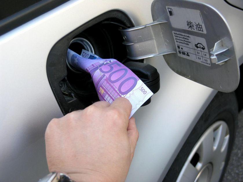 VOŽNJA ZA DŽABE: Novi automobili u EU će 2030. u proseku trošiti 2 litra na 100 km