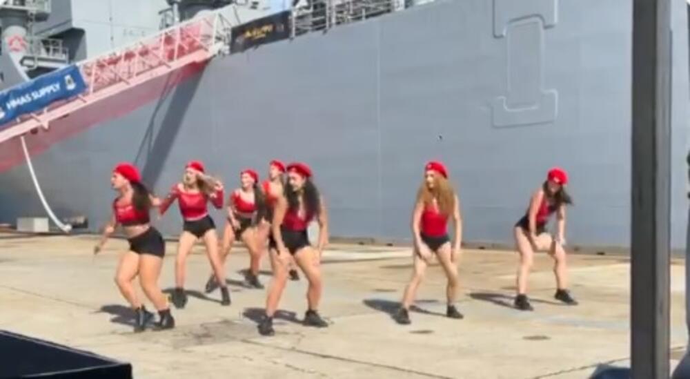 VRELI PRLJAVI PLES U KRALJEVSKOJ MORNARICI: Australiju trese skandal zbog tverkovanja na vojnoj ceremoniji! VIDEO