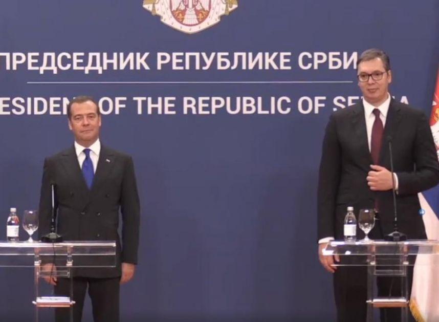 VUČIĆ SE OBRATIO MEDVEDEVU NA RUSKOM: Srpski predsednik poželeo DOBRODOŠLICU premijeru Rusije, a on mu preneo želje Vladimira Putina! (VIDEO)