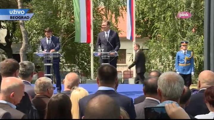 VUČIĆ: Srećan sam kada vidim zajedno srpske i mađarske zastave - i jedne i druge su naše i tako će uvek biti u budućnosti!