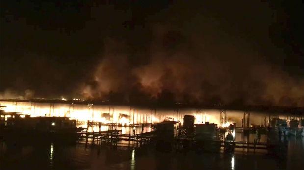 Vatra progutala 35 brodova u Alabami, ima nastradalih